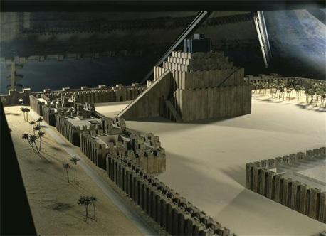 Maquette de la ziggourat de Babyllone, BPK, Berlin, Dist RMN / Jürgen Liepe